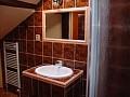 Rekreačný dom Ithake - kúpeľňa na poschodí