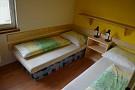 Chata Košútka - malá žltá izba