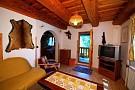 Obývačka a dvere na balkon