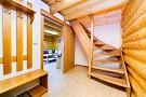 Predsieň a schody do podkrovia - v každom apartmáne